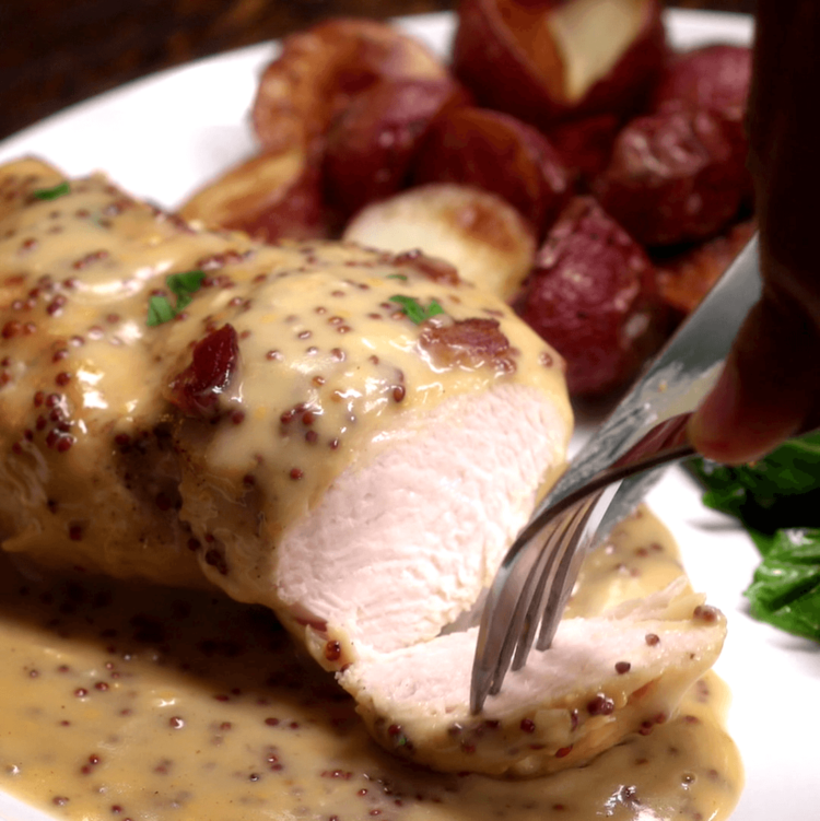 In just 30 minutes you can dig into this golden chicken covered in a lip-smackingly creamy homemade honey mustard sauce and crispy bacon.