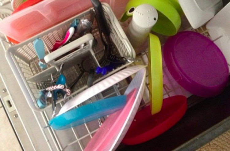 disorganized dishwasher