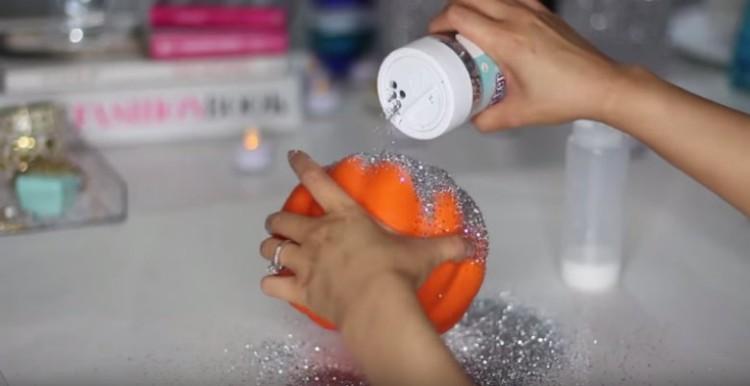 PouringGlitterPumpkin
