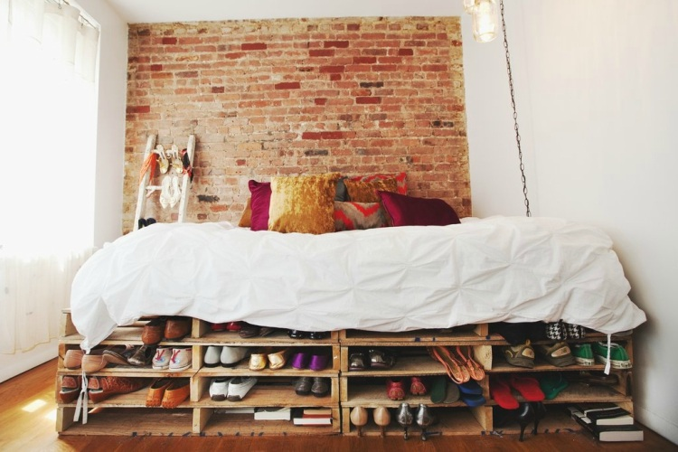 Pallet day bed with built in shoe storage