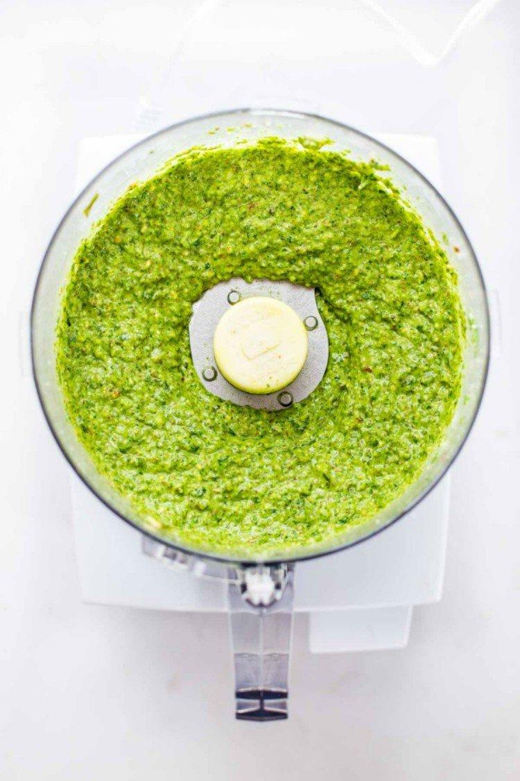 Food Processor Pesto