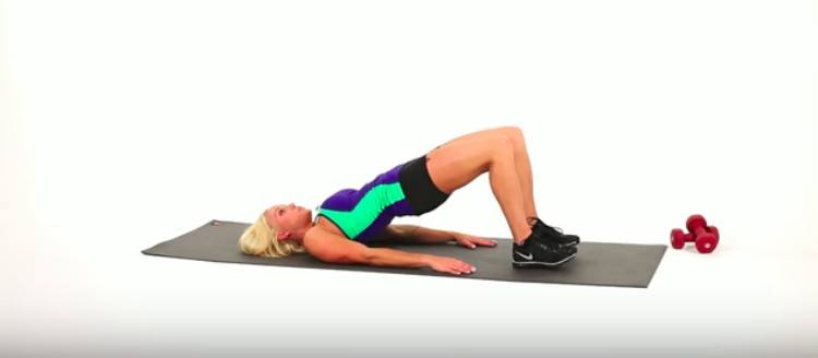 woman doing bridge leg lift
