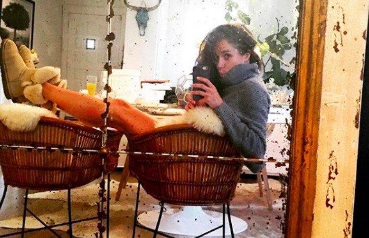 Meghan Markle takes selfie in home