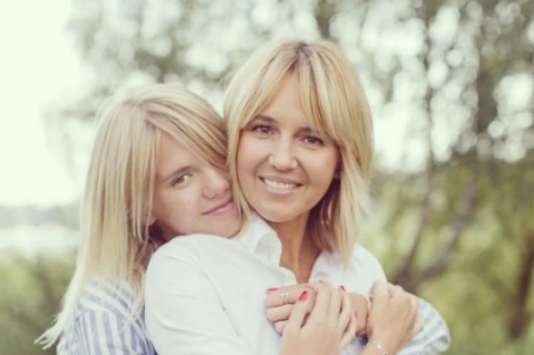 moms journalist daughter