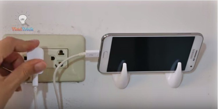 Command hook charging station