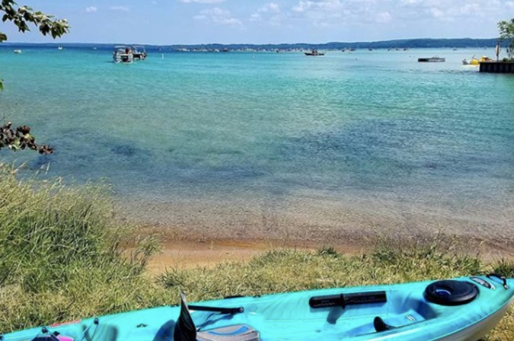 kayak near lake