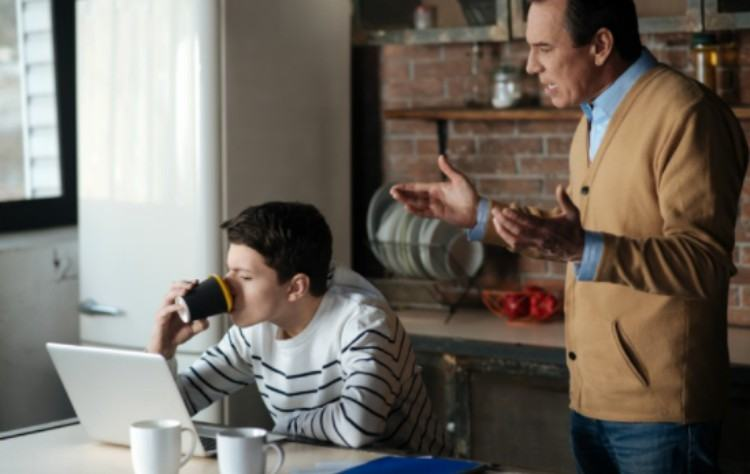 dad yells at teen drinking coffee
