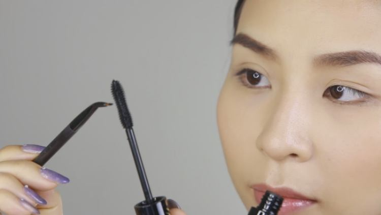 Use mascara to refill and renew old eye liner
