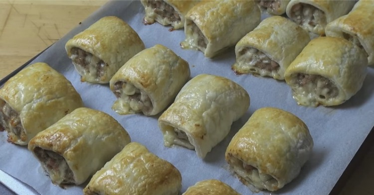 Traditional sausage rolls.