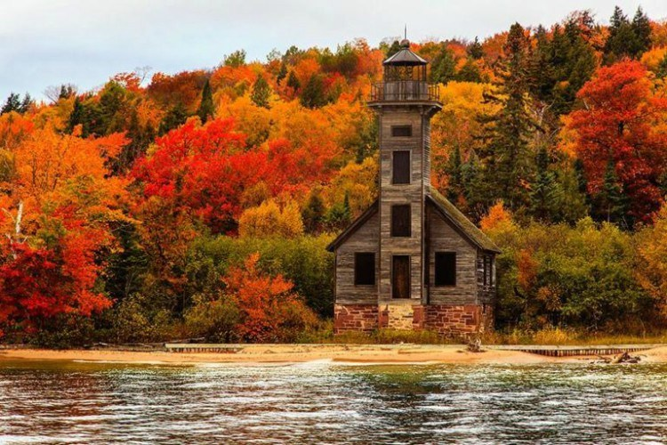Image of lighthouse in Michigan.