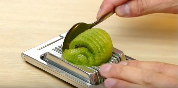 egg slicer kiwi