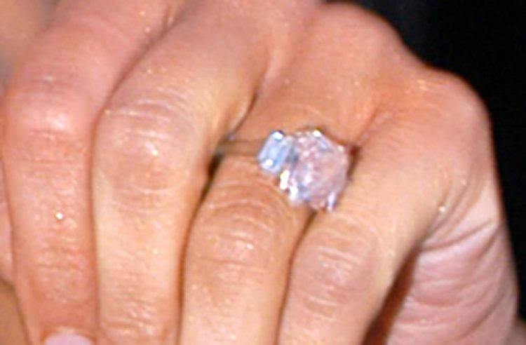 Image of Jennifer Lopez' engagement ring from Ben Affleck