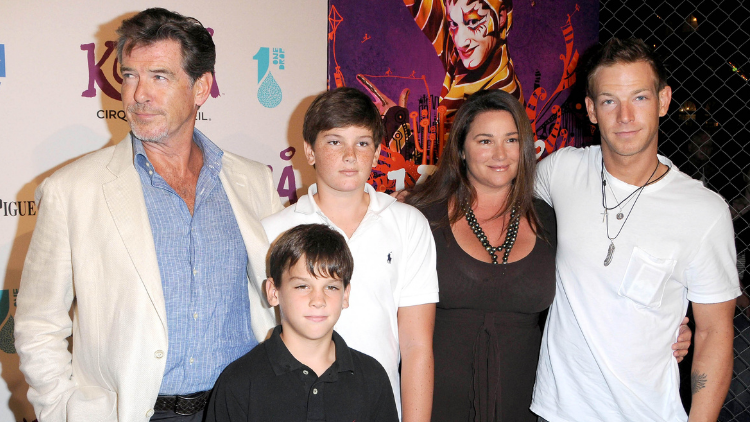 Picture of Pierce Bbrosnan with wife Keely Shaye Smith and children