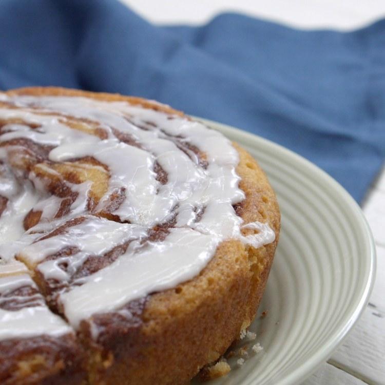 cut-cinnamon-roll-cake