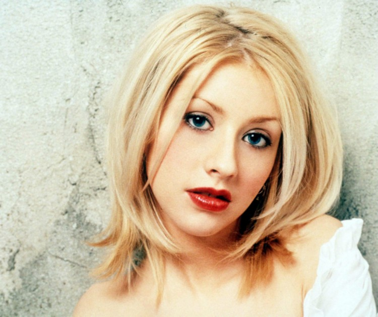 Image of Christina Aguilera with a zig-zag part in the 90s