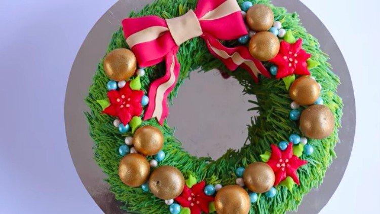 dessert wreath cake