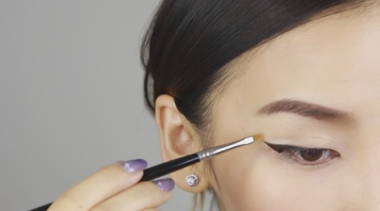 Use concealer to cover mistakes and sharpen eye liner lines