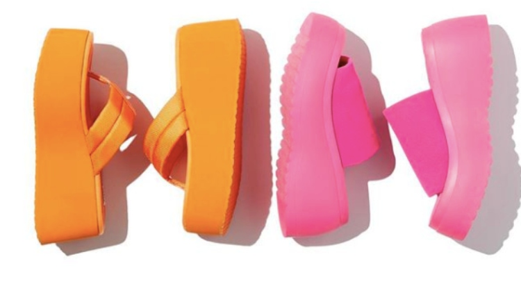 bbbe9159d Steve Madden Re-Releases Iconic Slide Sandals That Every '90s Girl ...