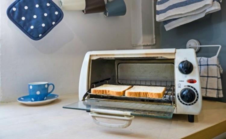 Toaster and Toast