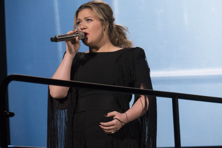 Image of Kelly Clarkson on stage