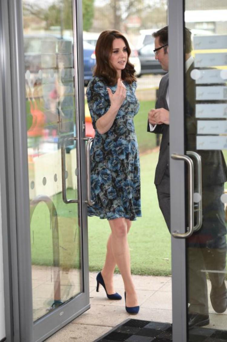 Image of Kate Middleton in blue floral dress.
