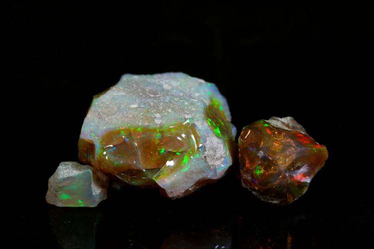 Image of rough opal