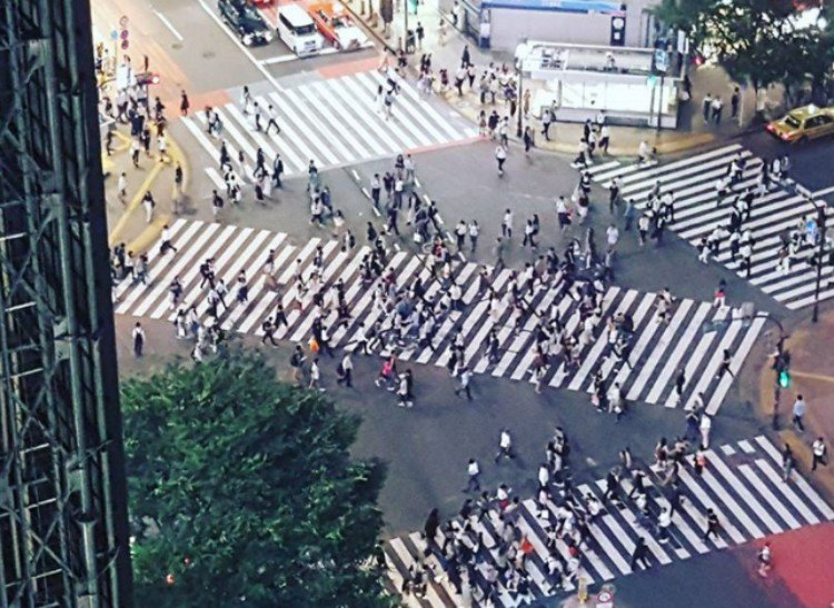 Diagonal cross walk in Japan.
