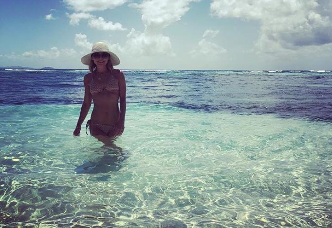 Image of Kelly Ripa in bikini.