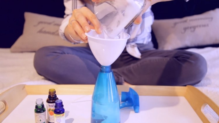 Mix Borax with water and essential oil to make room scent spray