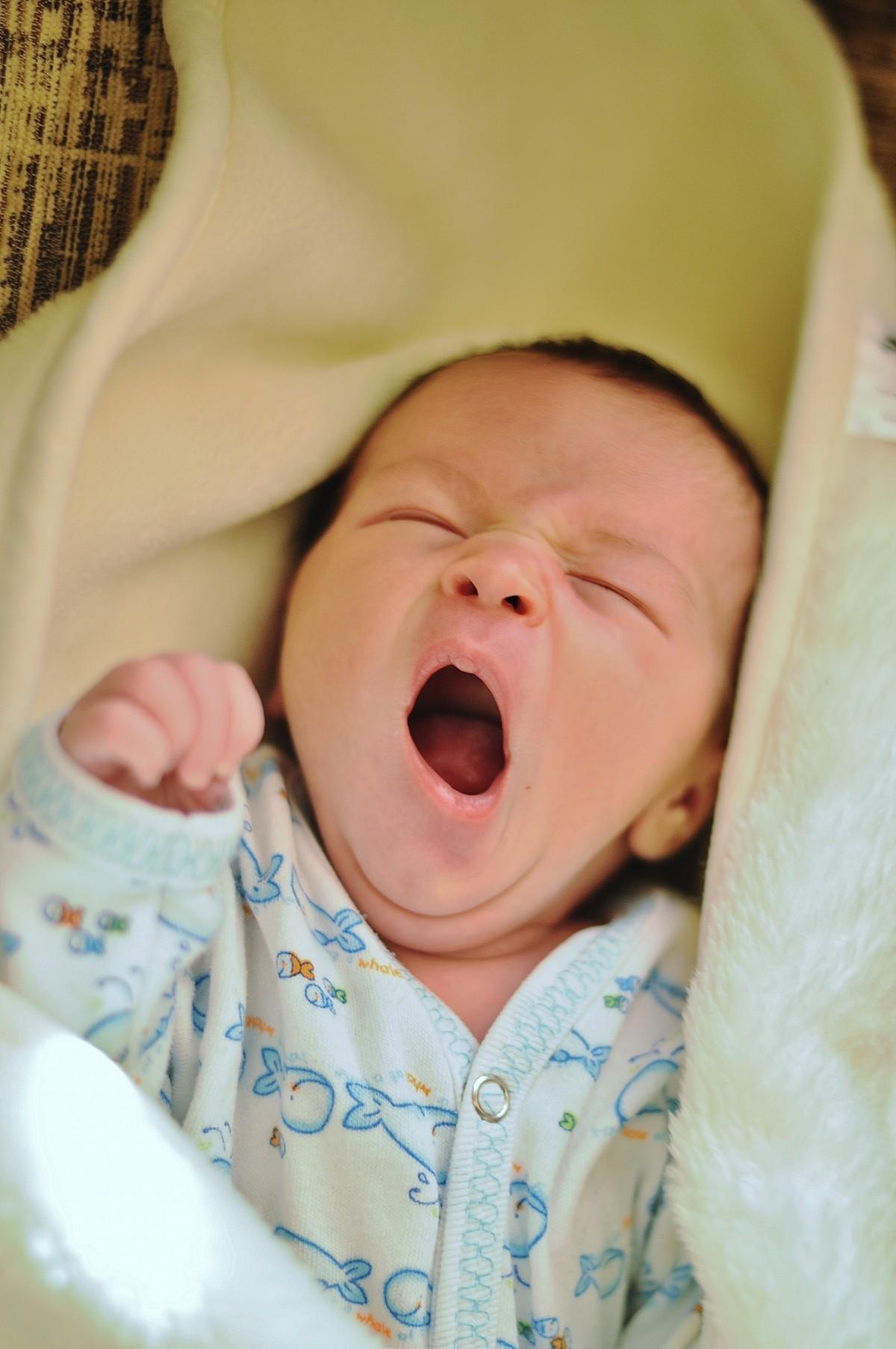 newborn_baby_child_little_infant_yawn-879460
