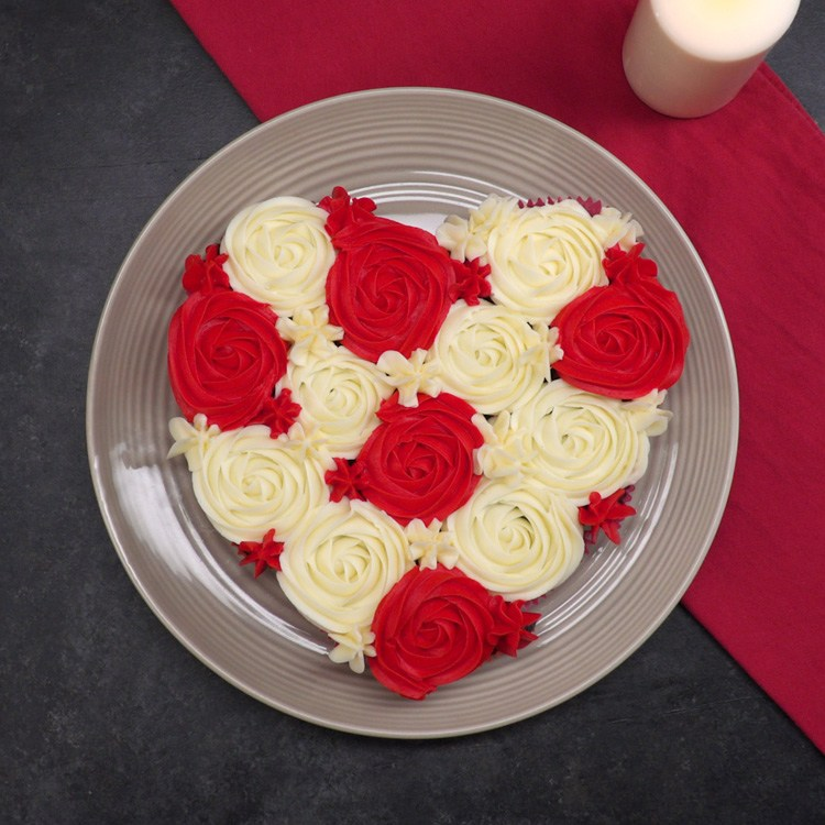 Heart-Shaped Pull-Apart Cake 1