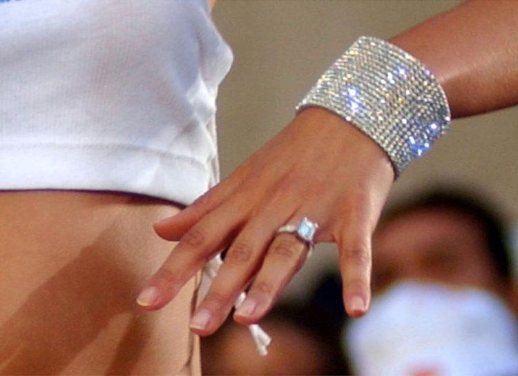 Image of Jennifer Lopez old engagement ring