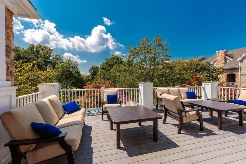 Clubroom Deck at Cascades Overlook