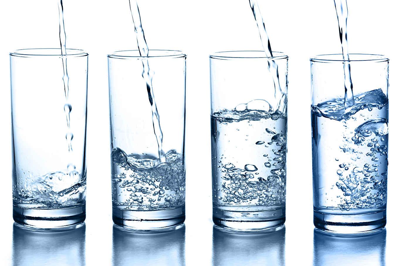 Картинка вода льется в стакан