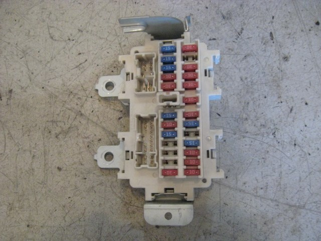 03 Nissan 350Z Interior Fuse Box R9736 on