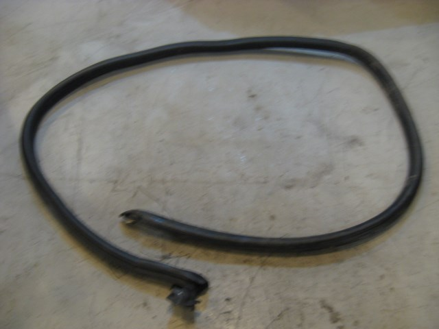 99 Porsche BOXSTER LH Driver Door Seal 98653707501 R11946