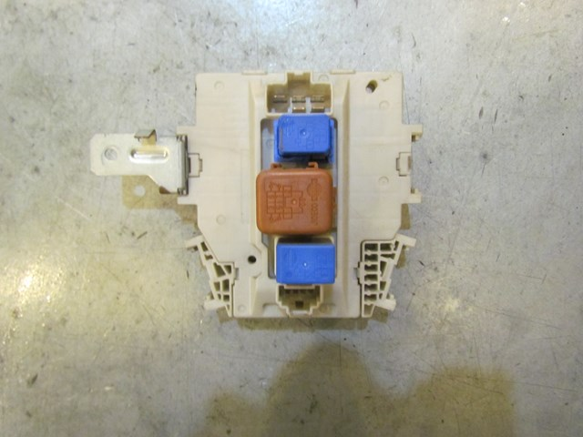 2003 Infiniti M45 RH Passenger Under Dash Fuse Box