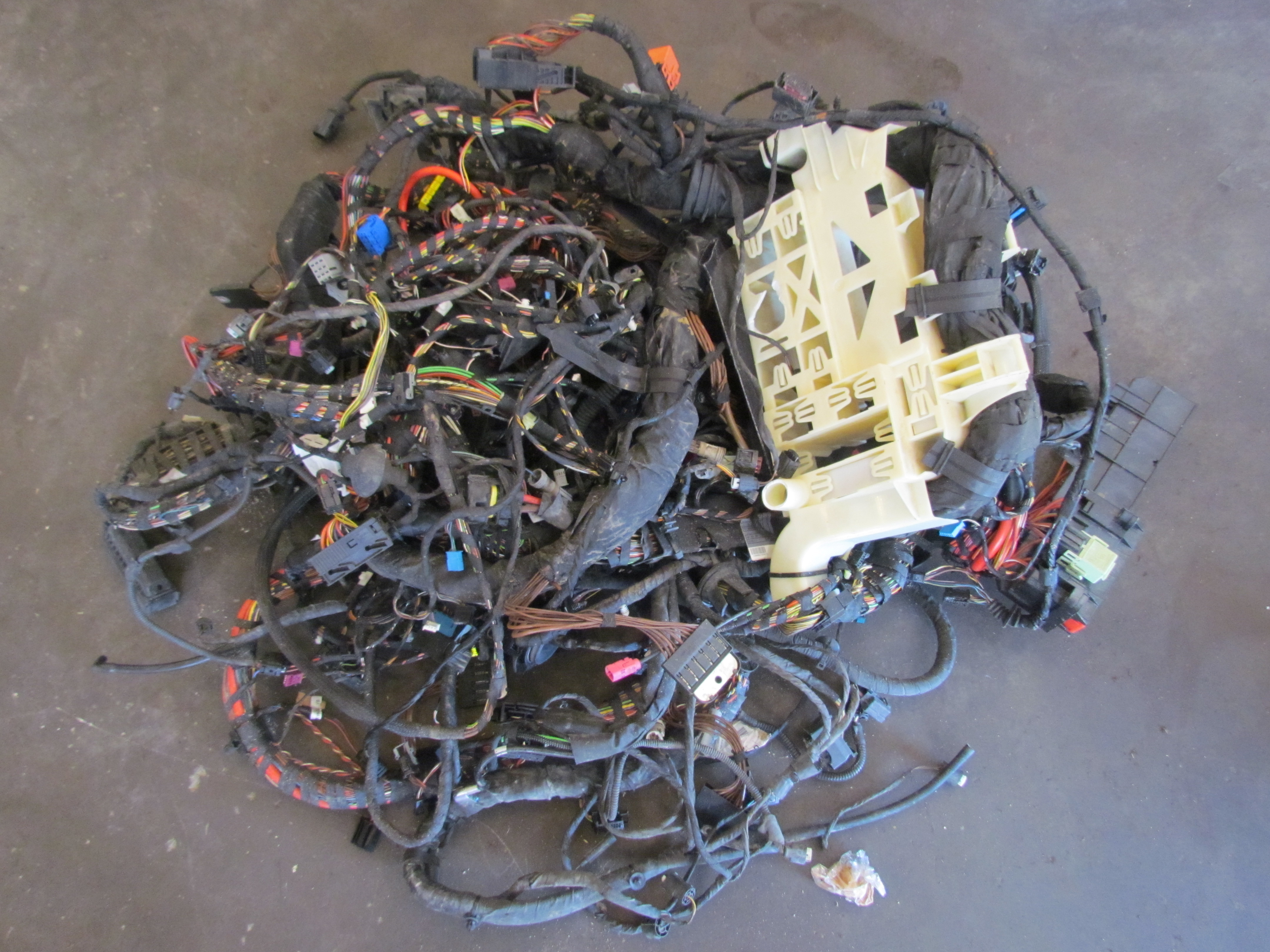 e64 bmw engine wiring harness wiring diagram Mercury Wiring Harness 2007 bmw m6 main body wire wiring harness e63 convertible ebayimage is loading 2007 bmw m6