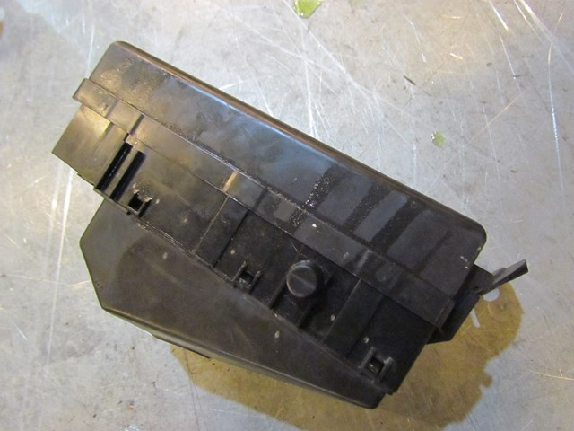 2004 subaru forester mt turbo engine bay fuse box 82231sa200 in avon, mn  56310 pb#39569