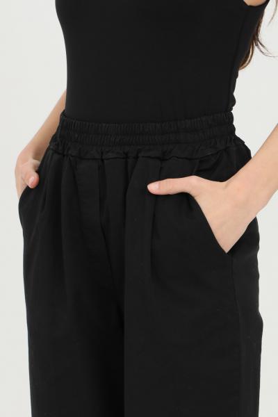KONTATTO Pantaloni donna nero kontatto casual con vita elastica e risvolto sul fondo. Modello a palloncino con tasche laterali  Pantaloni | TT10101
