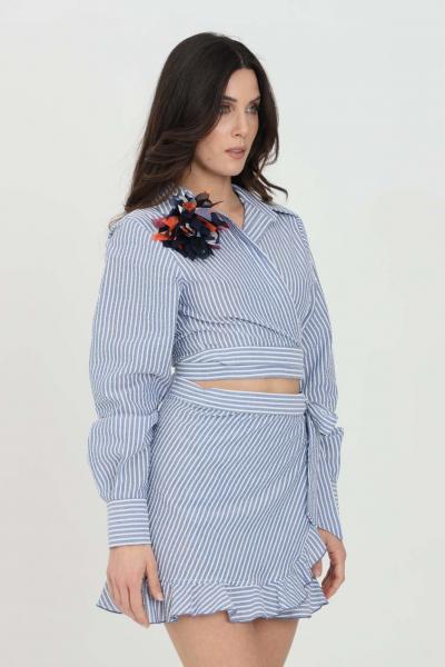 NBTS Camicia donna azzurra nbts casual taglio crop. Applicazione spilla. Polsini con bottoni  Camicie | NB21080AZZURRO