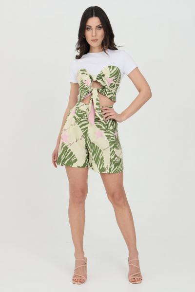 NBTS Shorts donna verde nbts casual a vita alta con stampa summer e tasche laterali. Chiusura con zip e ciappa ad incastro. Modello slim  Shorts | NB21083.