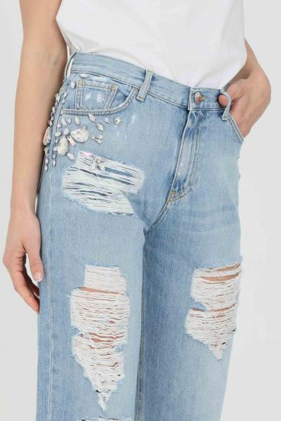 PINKO Jeans donna light blue pinko cinque tasche mom-fit in denim, lavaggio chiaro destroyed caratterizzato da strappi e applicazioni di strass laterali. Vi  Jeans | 1J10LG-Y649F15