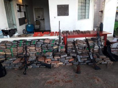 Fuzis, escopetas e grande quantidade de droga são apreendidos pelas policias em Manaquiri