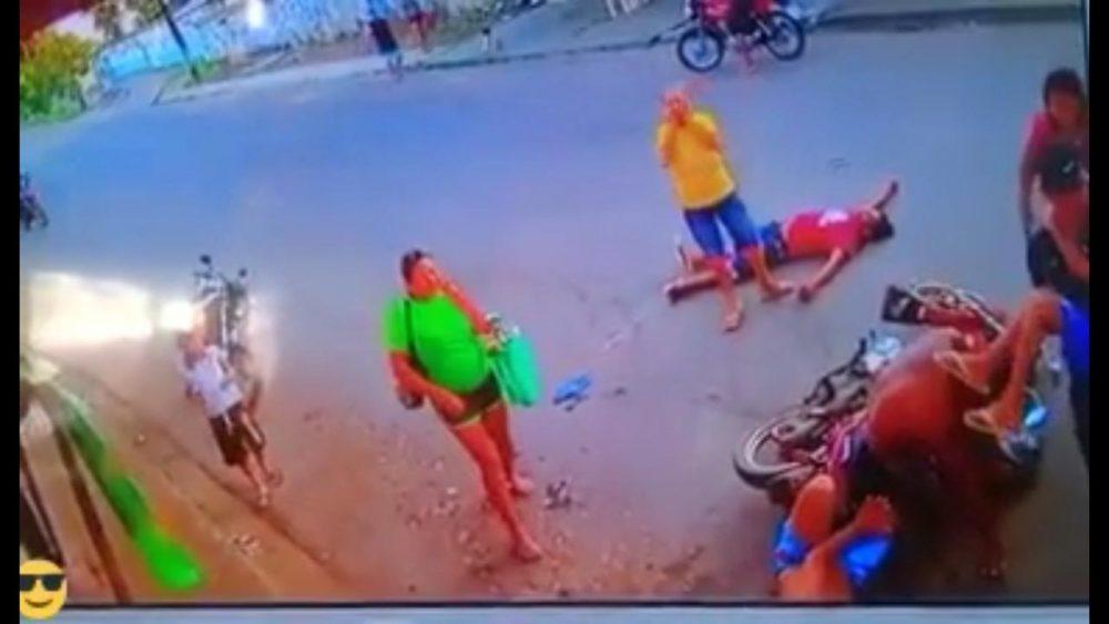 Atropelado por três em moto, homem morre em acidente no Iranduba. Veja vídeo