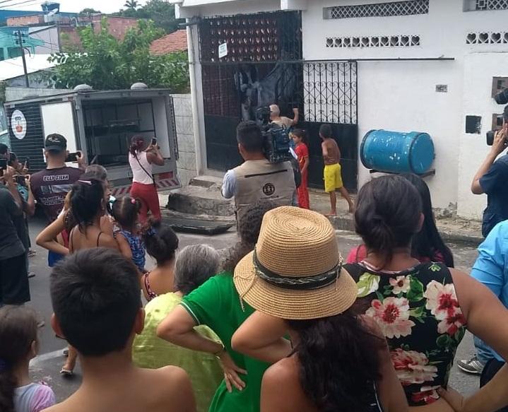 Haitiano é preso na barreira após matar esposa no Amazonino Mendes
