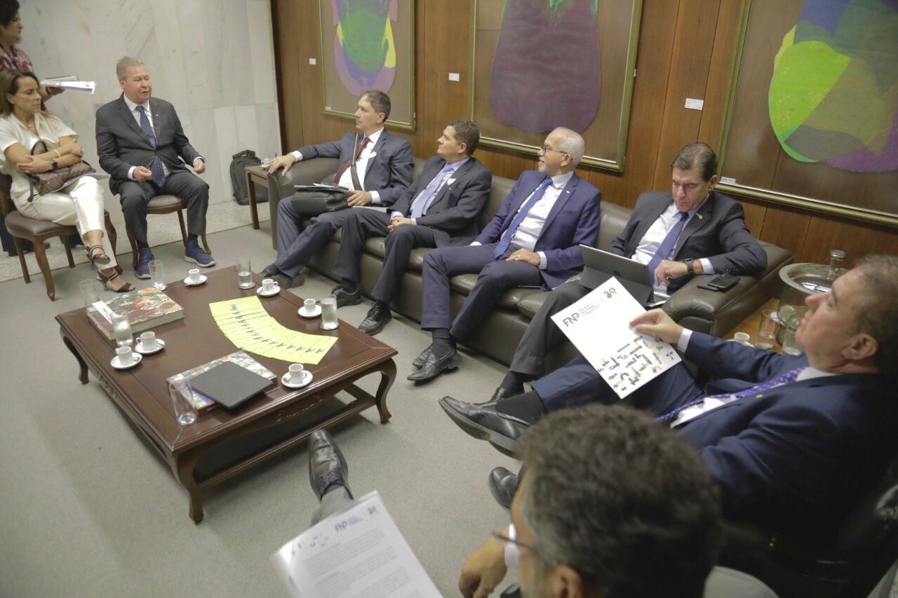 Em reunião com ministro, prefeito de Manaus pede envio de recursos da Lava Jato a municípios