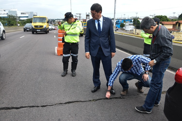 MPAM acompanha vistoria para verificar rachadura no viaduto Ayrton Senna