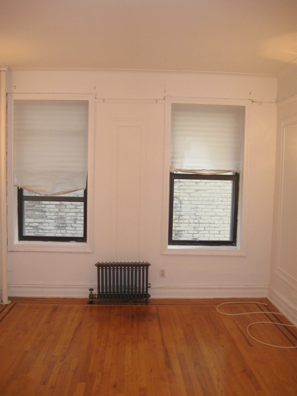 A one bedroom apartment with view to Fort Tryon Park