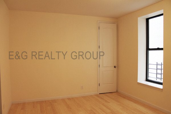 3 BEDROOM APARTMENT NO FEE PLUS ONE MONTH FREE IF YOU MOVE IN BY 2/10/13